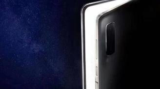 11月19日發布:三星W20 5G版折疊屏手機定妝照亮相