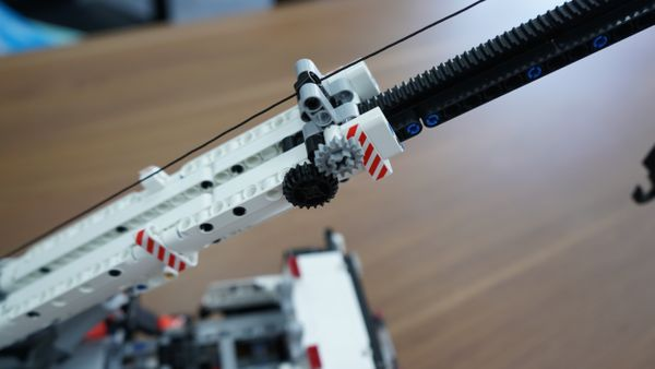小米米兔积木工程吊车动手玩 老少咸宜的益智玩具