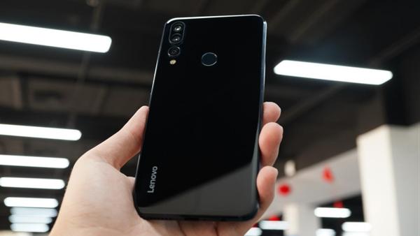 年末压轴登场 千元级别的旗舰水准手机  联想Z5s上手评测