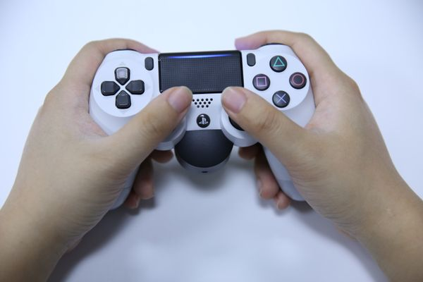 """索尼官方給PS4手柄加個""""蛋"""":后側鍵連接板到底值不值得買?"""
