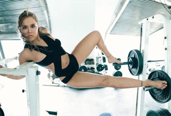 前美国女子柔道运动员龙达·鲁西进入游戏直播事业