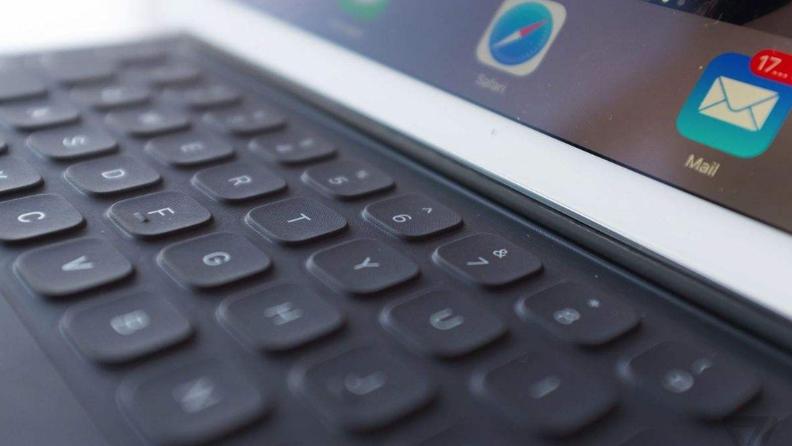 苹果将推内置触控板的iPad Pro键盘套 将在三月底发布