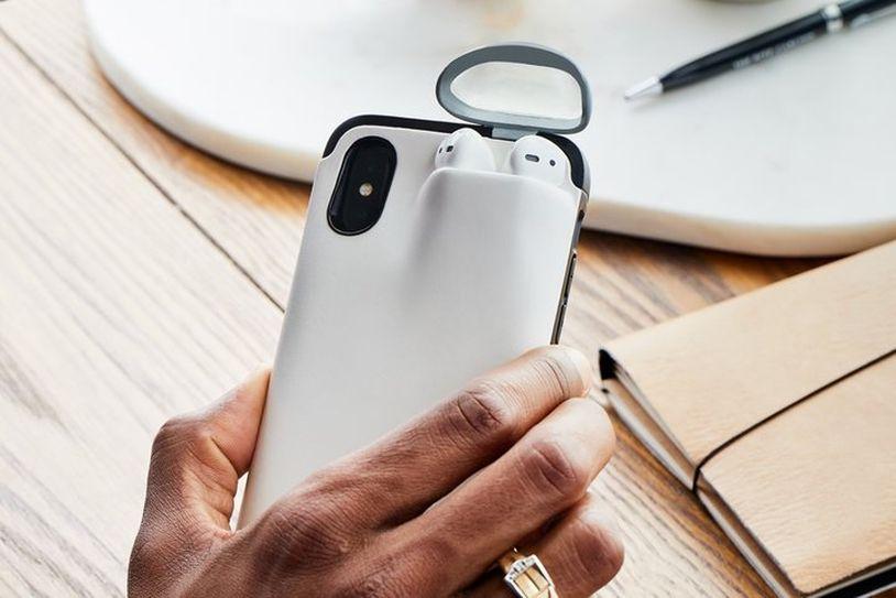 能同时为AirPods和iPhone充电的智能保护壳